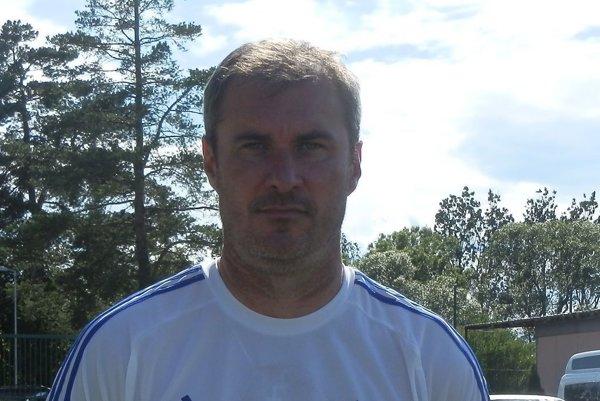 Tréner Prešova U17 S. Varga.