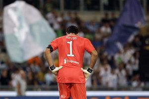 Sklamaný Gianluigi Buffon, brankár Juventusu Turín.