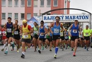 Krátko po štarte Rajeckého maratónu.