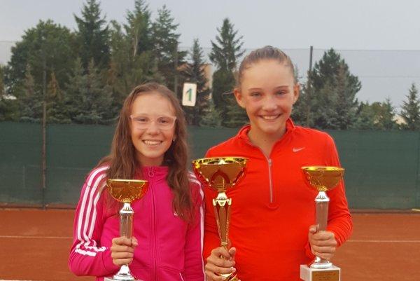 Zľava: Nina Kyseľová aNikola Daubnerová.