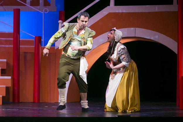 Filip Tůma. Okrem Noci v Benátkach si zaspieva aj vo Falstaffovi.