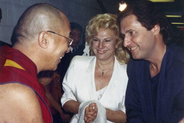 Joe Bologna s manželkou Renée Taylorovou na stretnutí s dalajlámom.