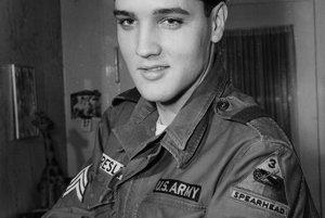 Na snímke z 21.januára 1960 desiatnik Elvis Presley v čase, keď vykonával vojenskú službu v nemeckom Bad Nauheime.