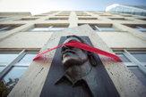 Bratislavským sochám previazali oči