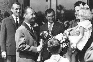 Ján Masár (vpravo) sa po prvýkrát sAlexandrom Dubčekom stretol vroku 1963 pri 100. výročí vzniku Matice slovenskej.