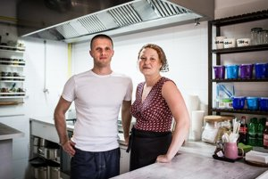 Daniel a Kvetka, majitelia a kuchári zároveň.