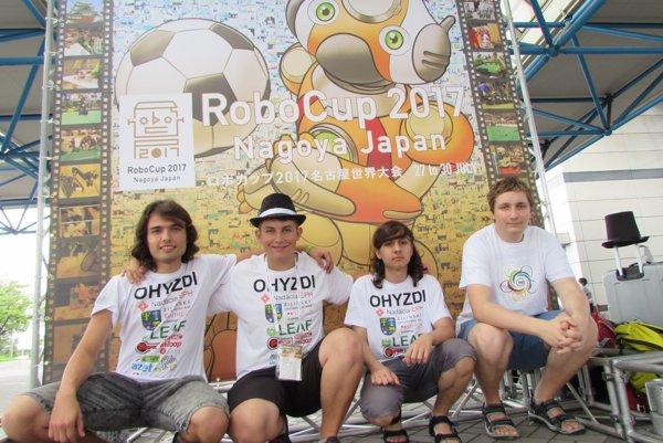 Gymnazisti na robotickej súťaži v Japonsku.