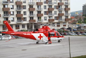 Provizórny heliport za vrátnicou.