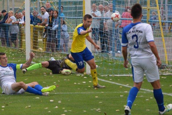 Jediný gól Hrušovian vsietil Dárius Soboňa.