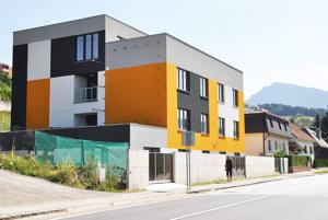 Úrady nedokázali zabrániť stavebníkovi, aby budovu postavil.