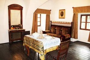 Miestnosti bohatých zemanov boli zariadené vkusne ahonosne.