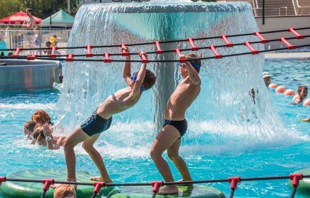 Atrakcie kúpaliska sa tešia mimoriadnemu záujmu najmä detí.
