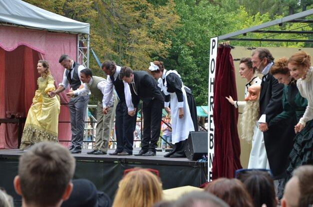 Herci si užili potles obecenstva.