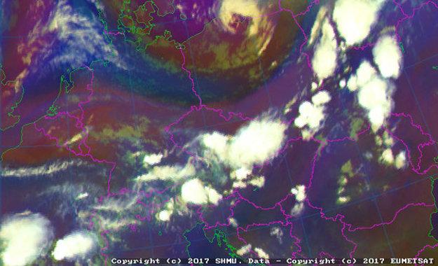 Záber z družice o 18.00 hod.