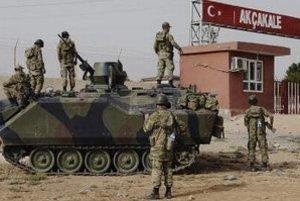 Turecká vojenská základňa v tureckom meste Akcakale na hraniciach so Sýriou.