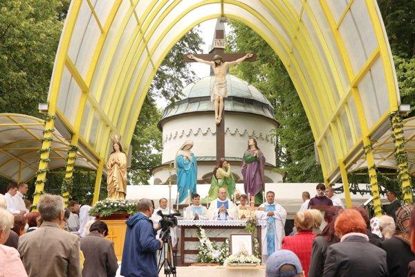 Svätá omša na Bobrovskej kalvárii.
