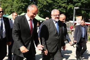 Prezident Andrej Kiska v sprievode riaditeľa Múzea SNP Stanislava Mičeva.