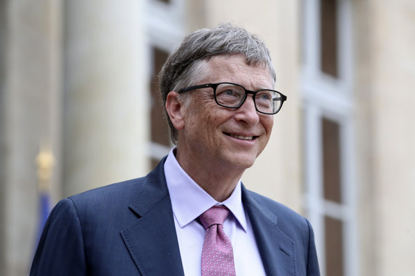Televízia JOJ opísala Gatesa ako prívetivého, no pred kameru sa postaviť nechcel. Keď práve nesledoval dcéru ako preteká, čítal knihu.