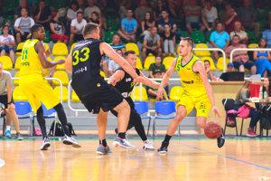 Levičania sa vMaďarsku predviedli vdobrom svetle. Bodovo najviac sa darilo Šimonovi Krajčovičovi (číslo 5), ktorý vsúčte dvoch zápasov dosiahol 25 bodov.