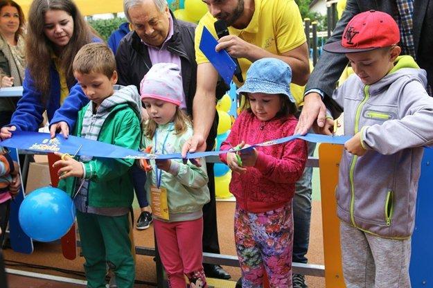 Deti prestrihli pásku na Žihadielko.