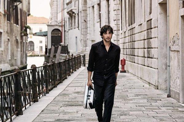 Avi Avital (1978) je izraelský mandolinista žijúci v Nemecku. Bol nominovaný na Grammy. V Bratislave zahrá 24. septembra.