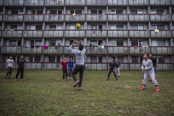 Cez Gabčíkovo prešlo za dva roky asi 1200 utečencov. Dnes v ňom už žiadni nezostali.