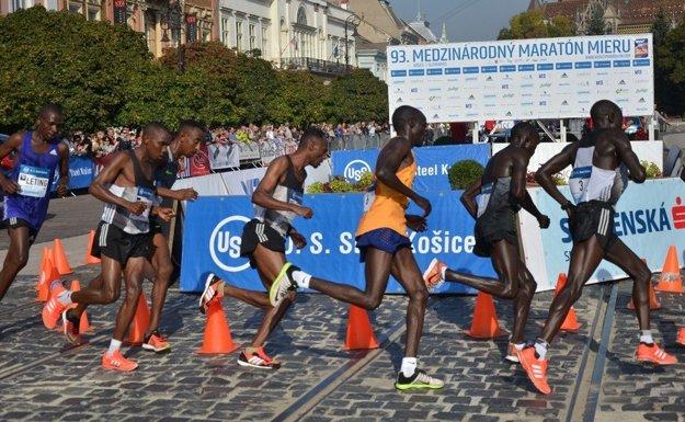 Bežci počas Medzinárodného maratónu mieru v Košiciach.