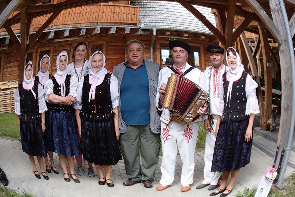 Spoločná fotografia seniorov z Oščadnice.