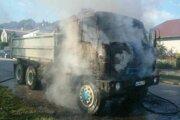 Požiar auta v obci Šišov.