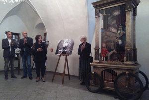 Na snímke hracia skrinka Antona Anderleho (vpravo) počas otvorenia Radvanského jarmoku.