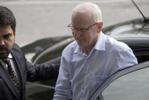 Hickey v liste odôvodnil svoju rezignáciu snahou ochrániť MOV.