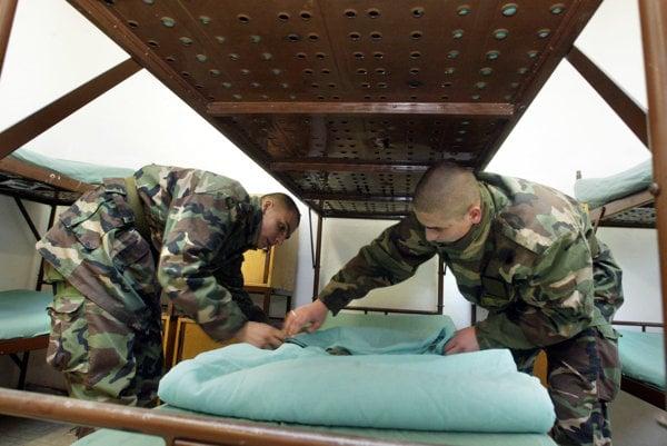 Ľudí podľa Antona Hrnka neláka teda vojenská príprava a vojenská služba.