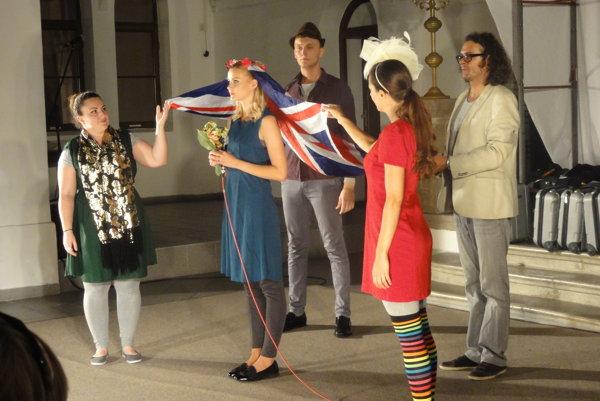 Migrantskú rapsódiu Slovenské divadlo v Londýne uviedlo vlani vsynagóge.