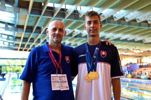 Ádám Bukor so svojím trénerom a otcom Tiborom Jakodom.