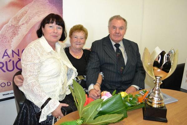 Spisovateľ Milan Zelinka s manželkou Helenou a dcérou Helenou Mösslerovou.