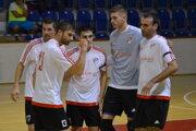 Hráči Lučenca oslavujú gól do siete Žiliny.
