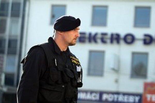 V Břeclavi po útoku hliadkuje viac policajtov.