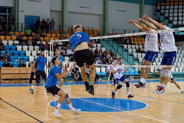 Volejbalisti Nitry si na domácom turnaji merali sily s dvoma kvalitnými súpermi. V oboch prípadoch to boli päťsetové súboje.
