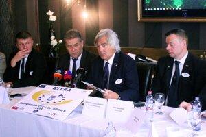 Na snímke v strede primátor Nitry Jozef Dvonč a prezident ACES Gian Francesco Lupatelli.