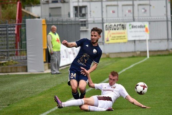 Strelil krásny gól. Ján Hatok (vľavo) bombou zvyšoval na 3:0.