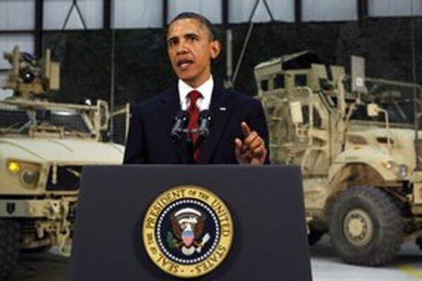 Obamov netradičný prejav na vojenskej základni.