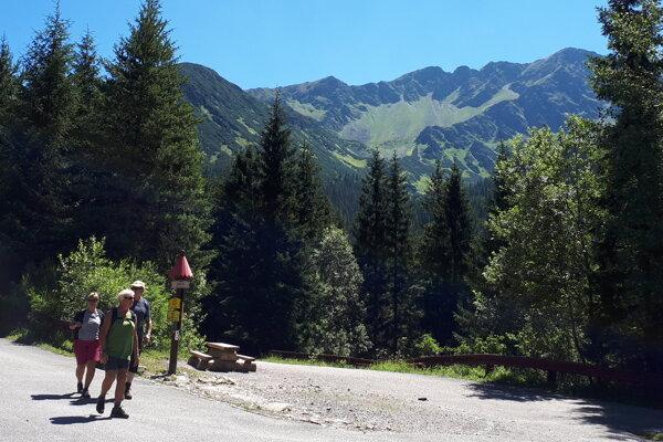 Chodník od rázcestia Adamcuľa k vodopádu je zatvorený do odvolania.