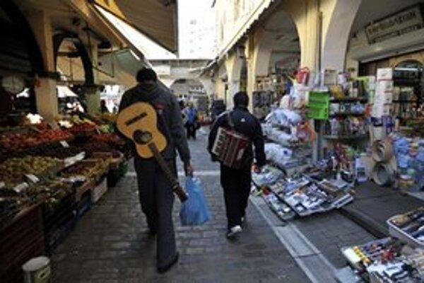Mladí Gréci si nevedia nájsť prácu. Polovica z nich chce emigrovať.