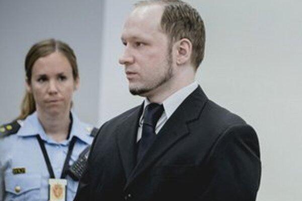 Anders Breivik v súdnej sieni.