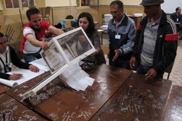 Začiatok sčítavania hlasov v Bab el-Oued.