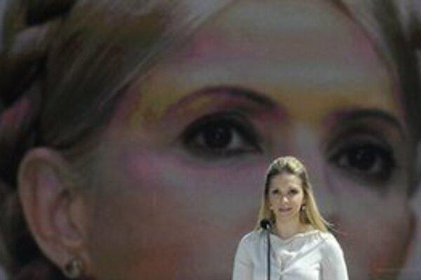 Tymošenkovej dcéra Jevhenija počas príhovoru na demonštrácii v Kyjeve.