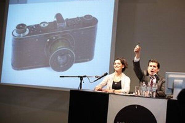 Aukcia fotoaparátu.