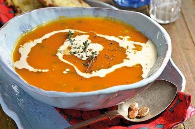 Tekvicová polievka so šalviou a tymianom