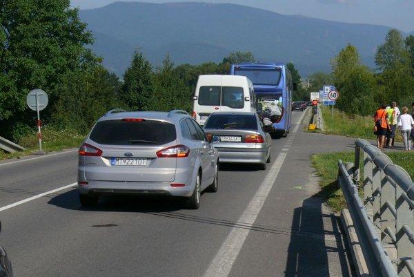 Meškanie prímestskej dopravy zatiaľ nie je veľké, cestovné poriadky sa upravovať nemusia.
