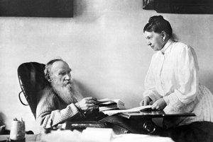Keď si Lev Nikolajevič Tolstoj Sofiu bral, bol takmer dvakrát taký starý ako ona. Bola jeho oporou dlhé desaťročia a oddane prepisovala jeho rukopisy.
